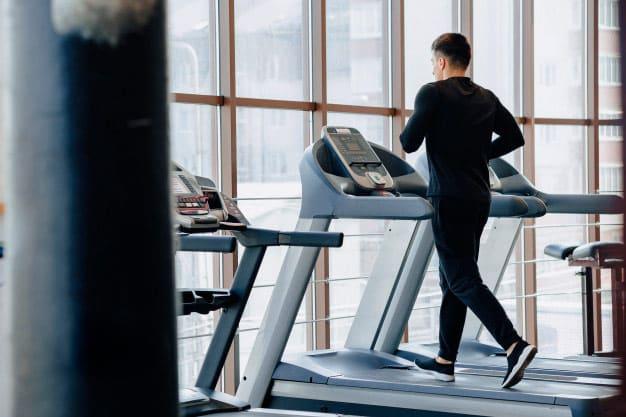 ¿Hacer cardio antes o después de entrenar?